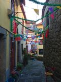Gator av Porto Portugal som dekoreras för beröm av Sain John royaltyfria foton