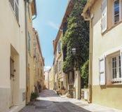 Gator av staden av Antibes Arkivbild