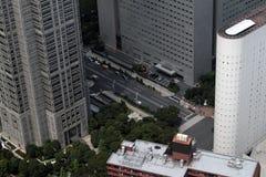 Gator av Tokyo från ett höghus royaltyfri bild