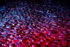 Gator efter regn med reflexioner på våt asfalt Fotografering för Bildbyråer