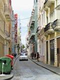 Gator och arkitektur av San Juan, Puerto Rico - mars 9, 2017 - folk som går kullerstengatorna av San Juan, Puerto Rico Royaltyfri Fotografi