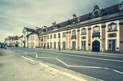 Gator och byggnader av Warszawa Royaltyfri Bild