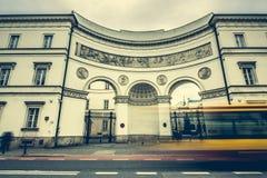 Gator och byggnader av Warszawa Arkivfoto