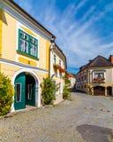 Gator och byggnader i lägre Österrike Arkivbilder