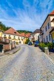 Gator och byggnader i lägre Österrike Royaltyfri Foto