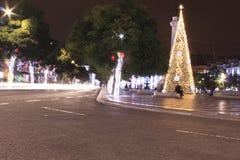 Gator och fyrkanter som är upplysta på jul i Lissabon Royaltyfri Fotografi