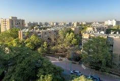 Gator och hus i område för ölSheva stad arkivfoto