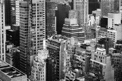 Gator och tak av Manhattan i NYC Fotografering för Bildbyråer
