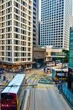 Gator och trafik i Hong Kong den finansiella mitten Royaltyfri Bild
