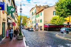 Gator och varje dagliv av den lilla italienska staden nära Rome i Grottaferrata Arkivbilder