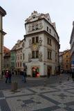 Gatorna av gamla Prague. Souvenir shoppar Royaltyfria Foton
