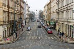 Gatorna av gamla Prague. Tvärgator. Arkivbilder