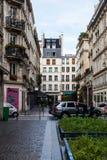 Gatorna av Paris på en regnig dag Arkivbild
