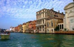 Gatorna och kanalerna av Venedig Arkivfoton