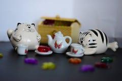 Gatos de la fiesta del té del juguete Fotografía de archivo