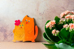 Gatos Enamoured, dia do ` s do Valentim Flores cor-de-rosa do kalanchoe fotografia de stock