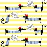 Gatos franceses e cães do estilo que dizem o teste padrão sem emenda do bonjour em fundo listrado Fotografia de Stock