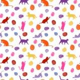 Gatos y bolas fondo inconsútil del bebé con los gatos y las bolas del color Imagen de archivo