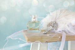 Gatsby stylu głowy dekoracja obok pachnidło butelki Zdjęcie Stock