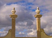 Gatter und Himmel Stockfoto