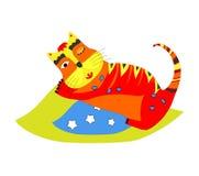 Gattino sveglio che dorme sul cuscino blu Fotografie Stock Libere da Diritti