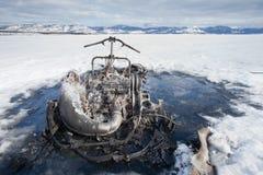Gatto delle nevi fuori bruciato bizzarro sul lago Canada yukon Fotografia Stock