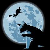 Gatto e strega contro la luna piena Fotografia Stock