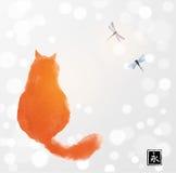 Gatto rosso lanuginoso che guarda due libellule Sumi-e orientale tradizionale della pittura dell'inchiostro, u-peccato, andare-hu royalty illustrazione gratis
