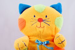 Gatto variopinto molle del giocattolo del bambino Immagini Stock Libere da Diritti