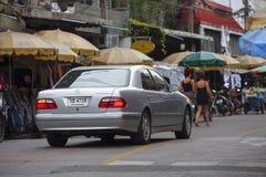 Gatuförsäljare i det Khao San vägområdet av Bangkok Arkivbilder