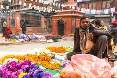 Gatuförsäljare i historisk mitt av staden Störst stad av Nepal, dess ekonomiska mitt, en befolkning av över 1 miljon personer Royaltyfria Foton