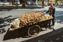 Gatuförsäljare i Shanghai, Kina Arkivfoto
