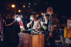 Gatuförsäljare under CNY-ferie Fotografering för Bildbyråer