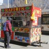 Gatuförsäljarevagn i Manhattan Arkivfoto