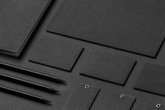 Gatunek tożsamości Mockup Pusty korporacyjny materiały ustawiający przy czarnym t obraz royalty free