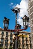 Gaudi-planlagd Streetlight i marknad i Barcelona, Spanien arkivfoton