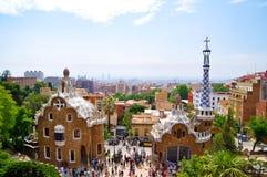 Gaudigebouwen en landschap Barcelona Stock Foto's