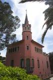 Gaudis hus med tornet parkerar in Guell 10 Maj 2010 Royaltyfri Foto