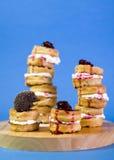 Gaufres avec de la confiture de cerise crème d'anf Photo stock