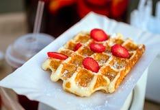 Gaufres avec des fraises Image stock