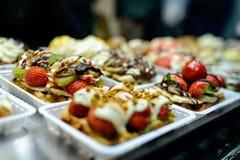 Gaufres belges dans la boulangerie Photos stock