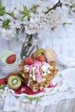 Gaufres belges de petit déjeuner savoureux Nourriture végétarienne Traitement au four à la maison doux Fruit, images stock