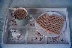 Gaufres, café et lait de vintage Images stock