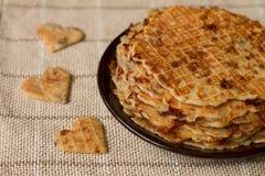 Gaufres faites maison de plat Déjeuner romantique Image stock
