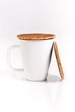 Gaufres hollandaises avec une cuvette de thé Image stock