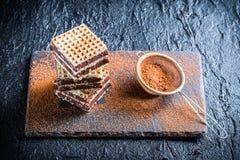 Gaufrettes faites maison avec les écrous et le chocolat Images libres de droits
