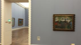 Gauguin och van Gogh berömda målningar i Neu Pinakothek i Munich i Tyskland lager videofilmer