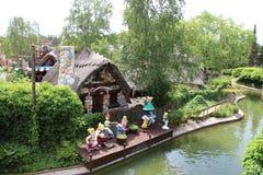 Gauls wioski lale widok od Les Espions De Cesar przyciągania przy Parkowym Asterix, ile de france, Francja Zdjęcia Stock