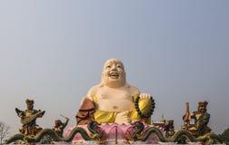Gautama Βούδας ή Katyayana ή Kasennen, μεγάλο άγαλμα στο βουδιστικό ναό Στοκ Εικόνες