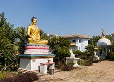 Gautami Nuns Temple, estatua de Buda, Lumbini Nepal Foto de archivo